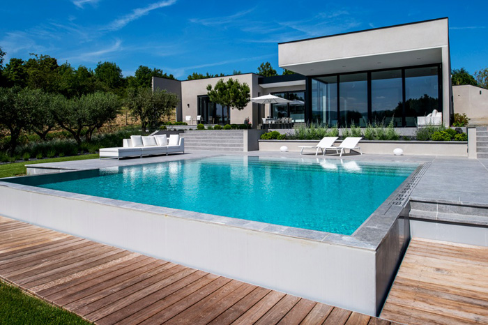 Maison contemporaine architecte de maisons for Environnement piscine