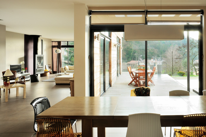 La maison contemporaine architecte de maisons for Plan interieur de maison en l